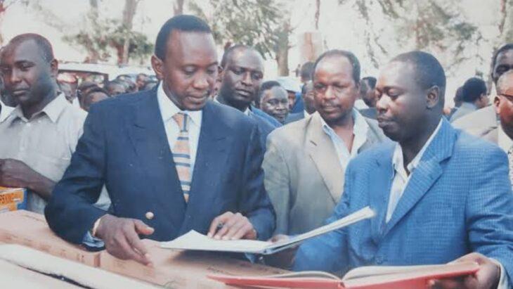 Rigathi Gachagua (right) with Uhuru Kenyatta (second left). According to Rigathi Gacagua biograpgy, he was Uhuru's PA from 2001 to 2006. Photo: Joe Okello/Twitter.