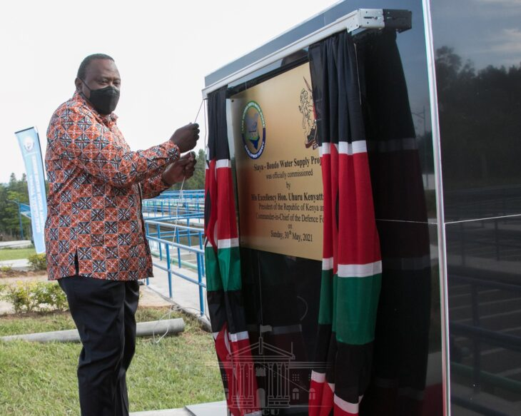 Uhuru's love for African print shirt remains unmatched. Photo: State House/Kenya.
